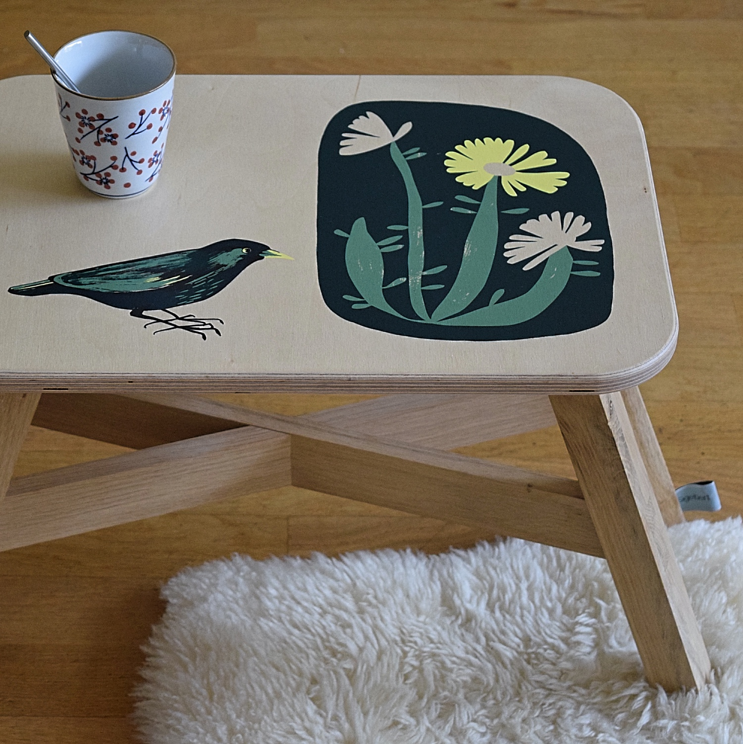 "Handprinted Sitetable / Small Stool ""spring"":"